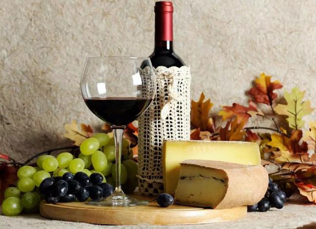 喝葡萄酒的功效,天然保健品?