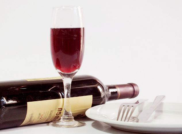 喝白葡萄酒能不能减肥?是什么原理?
