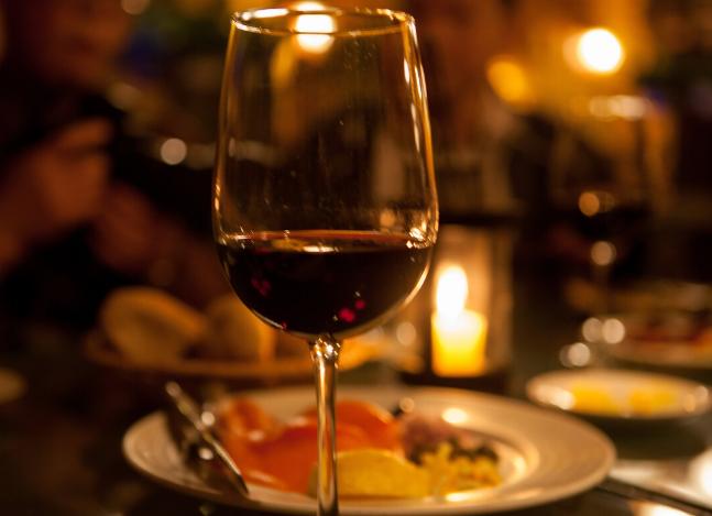 简单介绍该如何保存开盖后的葡萄酒?
