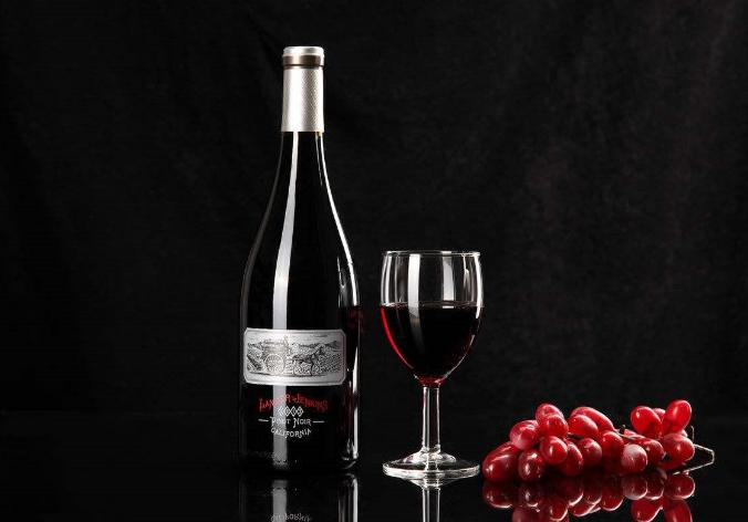 简述开过盖的葡萄酒应该如何存放?