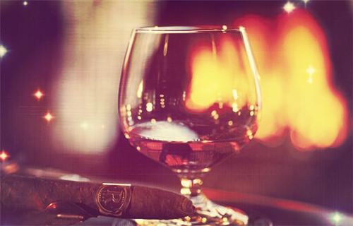 喝红葡萄酒减肥吗?有什么作用?